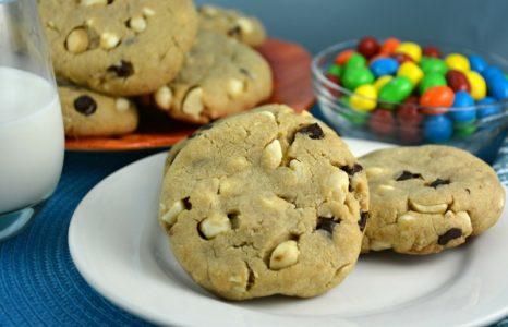 Chocolaty Macadamia Nut Cookies