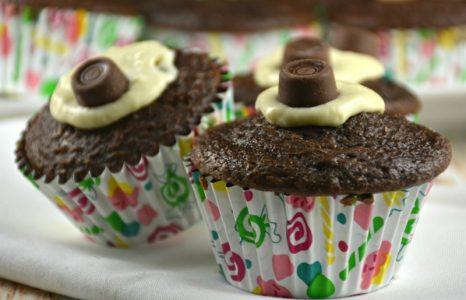 Easy Cream Cheese Stuffed Cupcakes