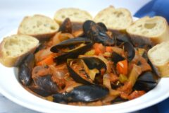 Slow Cooker Creamy Tomato Mussels
